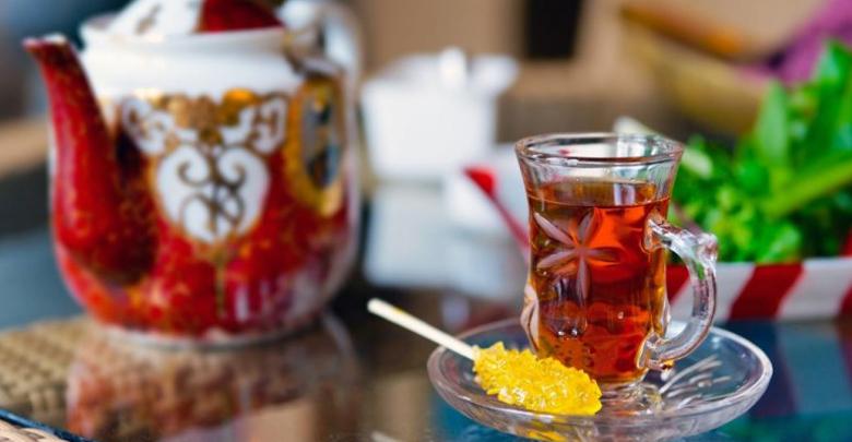 چای نوشیدنی مورد علاقه ایرانیان نیز است.